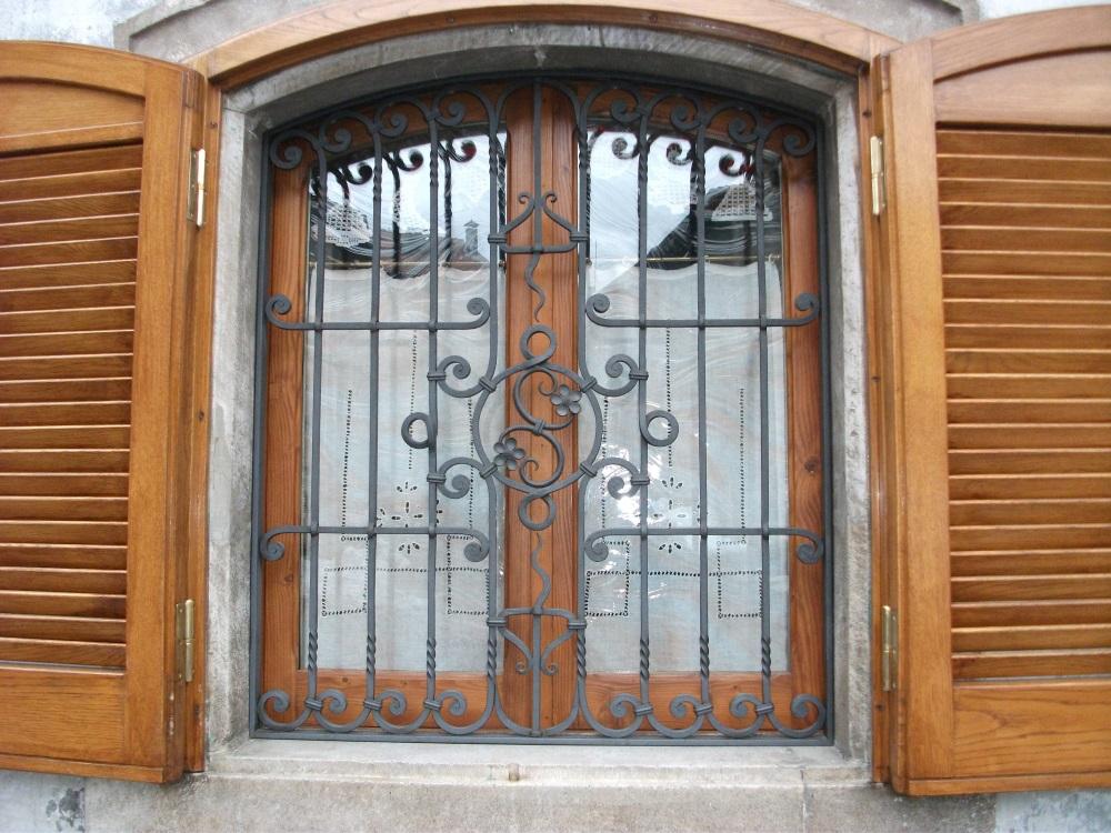 Grate lavori in ferro a roma e nel lazio - Disegni di grate per finestre ...